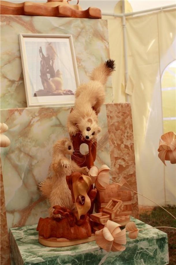 Скульптуры из древесной стружки Сергея Бобкова
